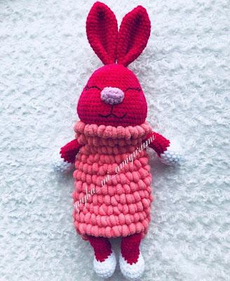 Вязаная зайка пижамница крючком