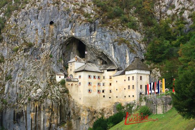El castillo de Predjama incrustado en la montaña