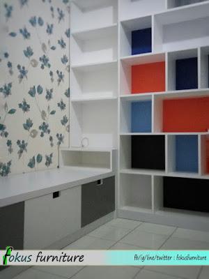 lemari pajangan minimalis apartemen