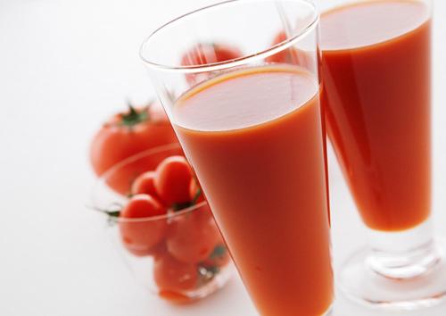 đẹp da hết mụn nước ép cà chua