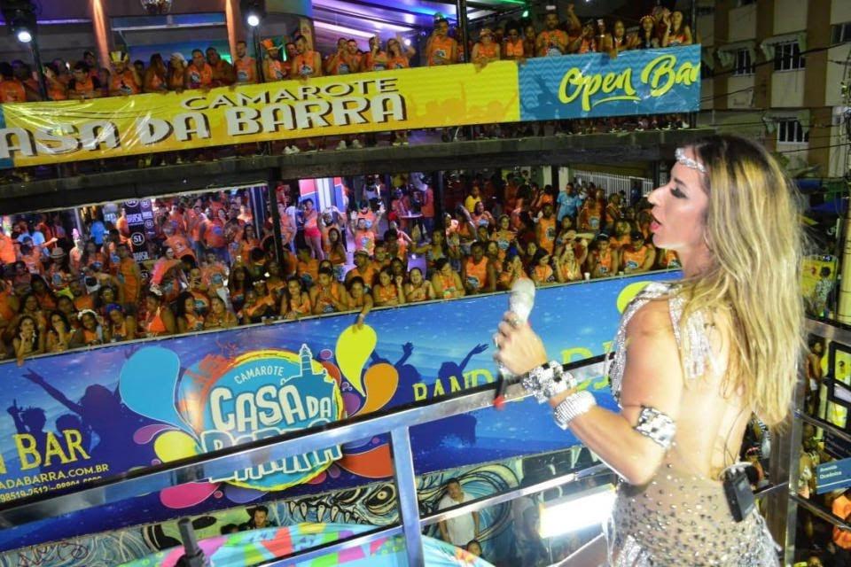 Luana Monalisa agita o carnaval de Salvador em cima de seu trio elétrico. Foto: Juarez Cavalho/Renato Cipriano - Divulgação