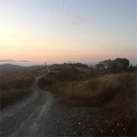 alba-montagne-senesi-viaggio-cammino