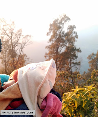 sunrise di penanjakan bromo bersama bayi
