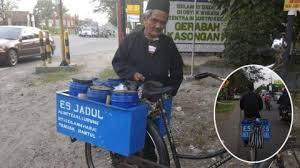 Kayuh Sepeda 20 KM Setiap Hari, Kakek Berumur 90 Tahun Ini TetapSemangat Mengais Rezeki