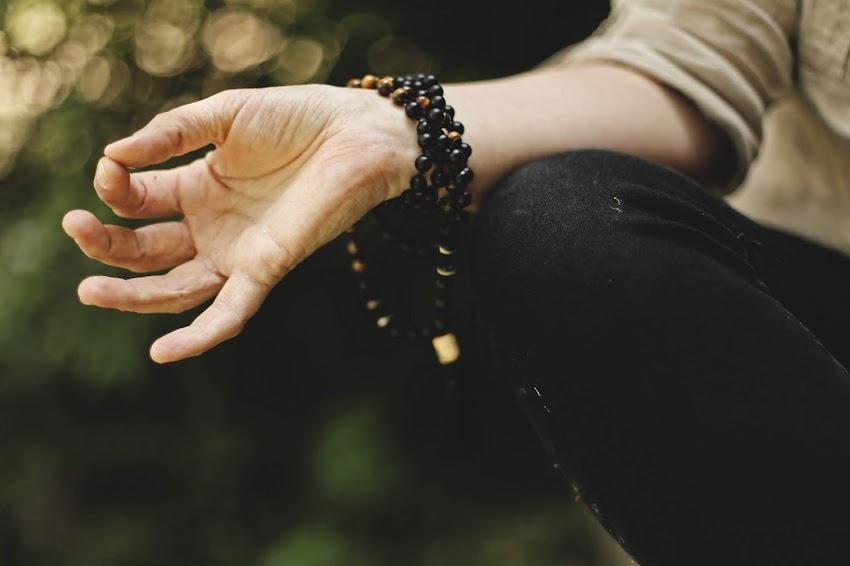Jñana Mudra, el famoso gesto del Yoga.