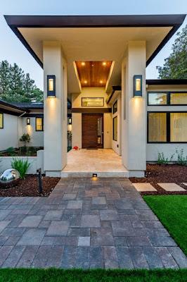 ประตูหน้าบ้าน