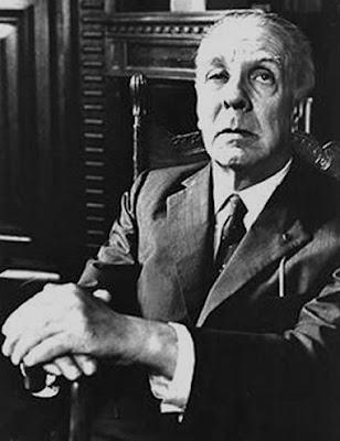 Foto de Jorge Luis Borges agarrando su bastón