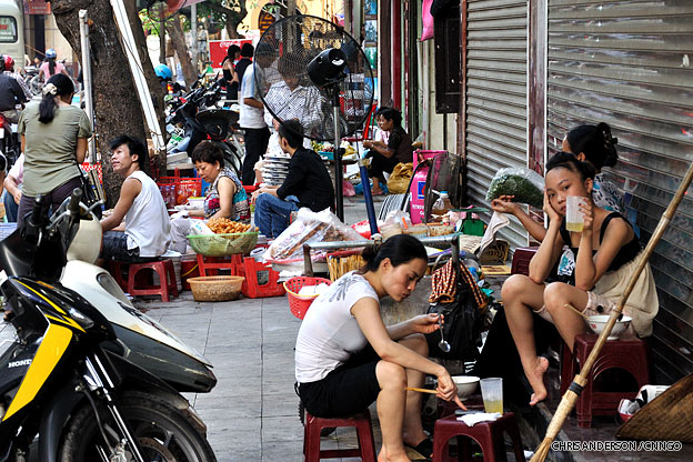 hanoi-old-quarter-busystreet-vietnam-1