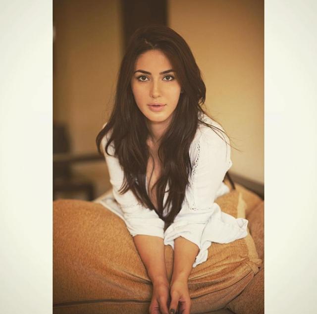 Farah Karimaee - Biography, Wiki, Bio, Weight, Height, Age, Family, Education, Boyfriend etc