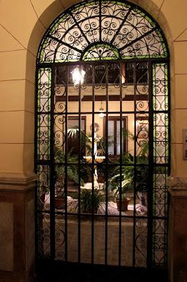 Patio con fuente. Patios con mucha Historia. Los patios de Toledo abren al público por la festividad del Corpus