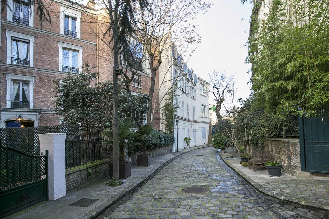 Enchanting private and secret Avenue Frochot in Paris seen on Hello Lovely Studio