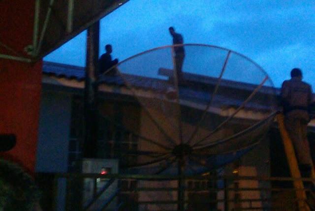 Rapaz assusta moradores de Roncador saltando de um telhado a outro