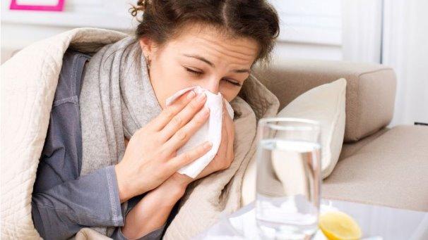 عادة خاطئة نتبعها أثناء نزلات البرد تزيد من حالتنا سوءا!