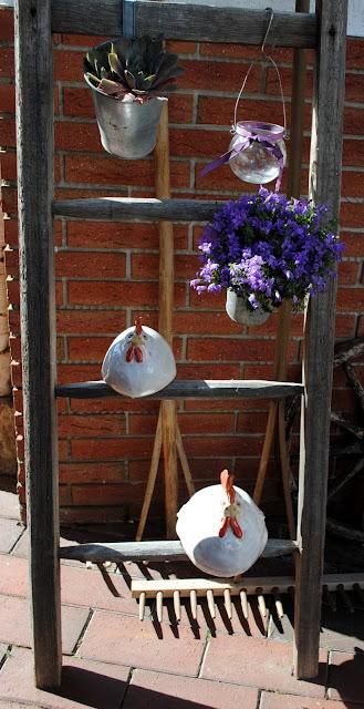 Alte Leiter dekoriert - Gartendeko