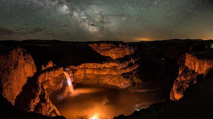 Wallpaper: Palouse Falls at Night