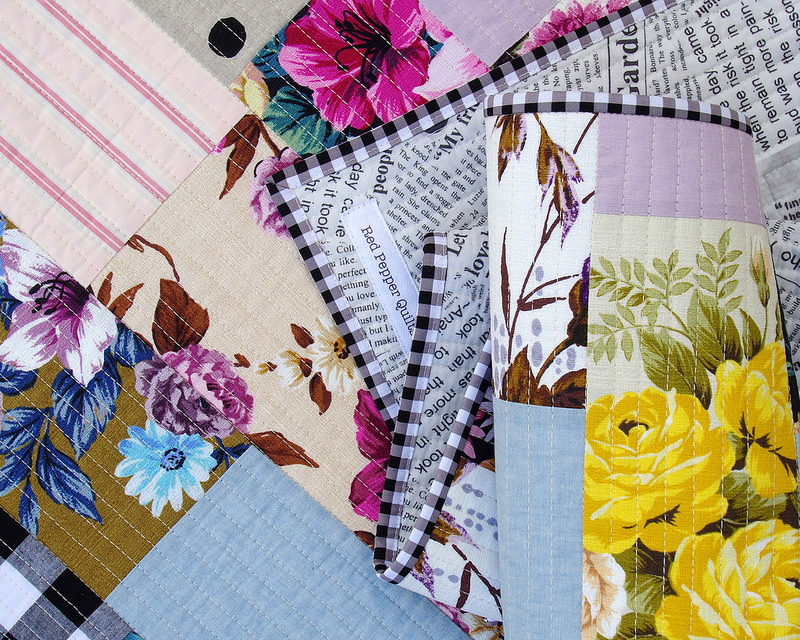 Outback Wife Quilt - with gingham binding | A Finished Quilt | © Red Pepper Quilts 2017