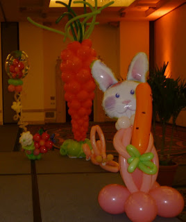 Easter bunny balloon sculpture