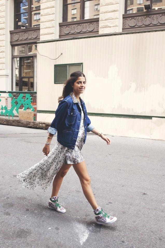 Váy maxi và giày sneakers - combo cực chất cho mùa th9u