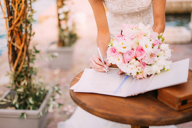 Guía de estilo para invitadas de bodas. Photo from Shutterstock