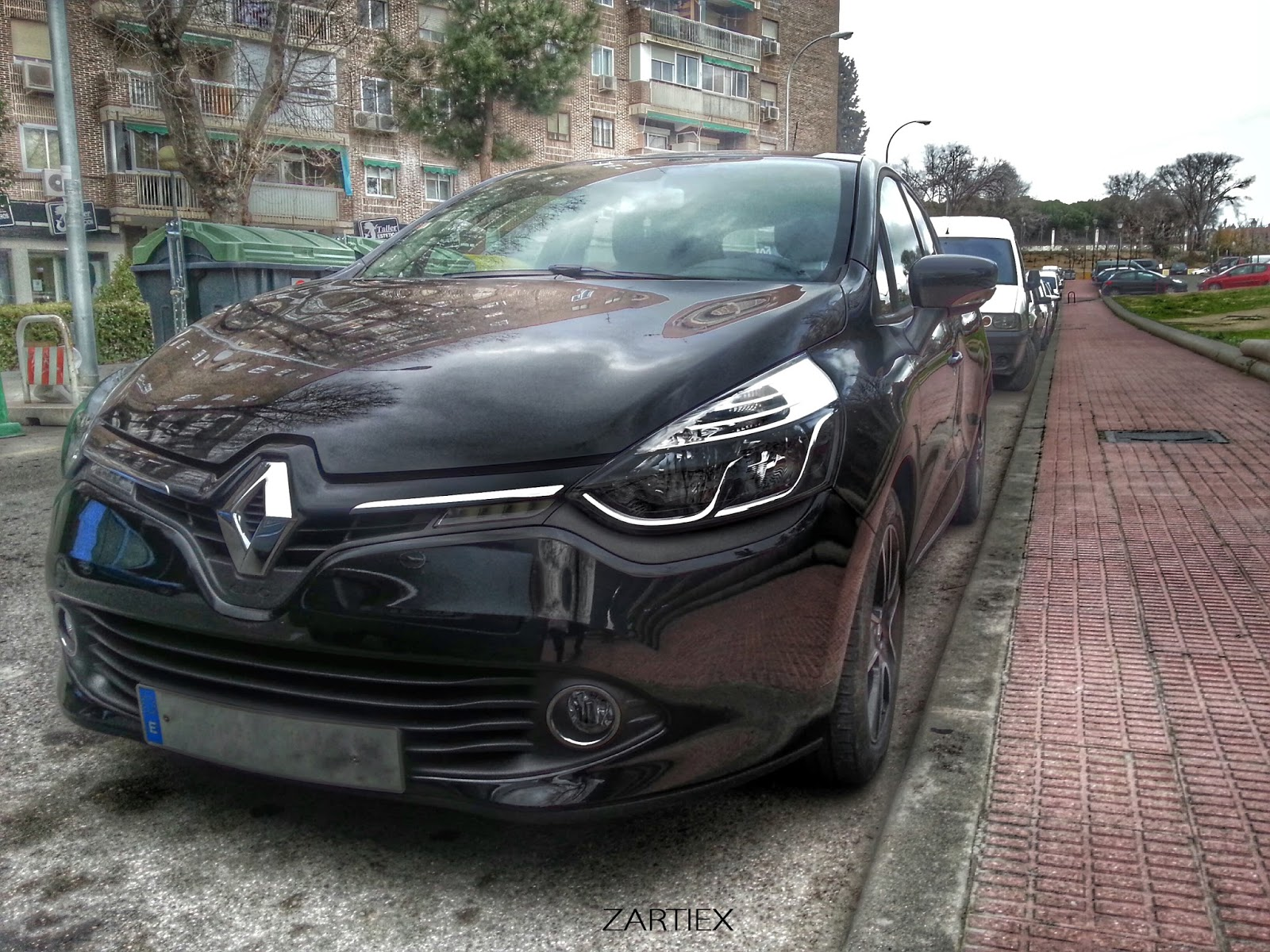 Renault Clio Dci 90 Cv - Stock Photos HDR 2014