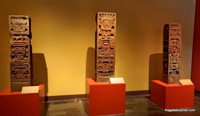 Estelas da cultura Tolteca no useu Nacional de Antropologia do México