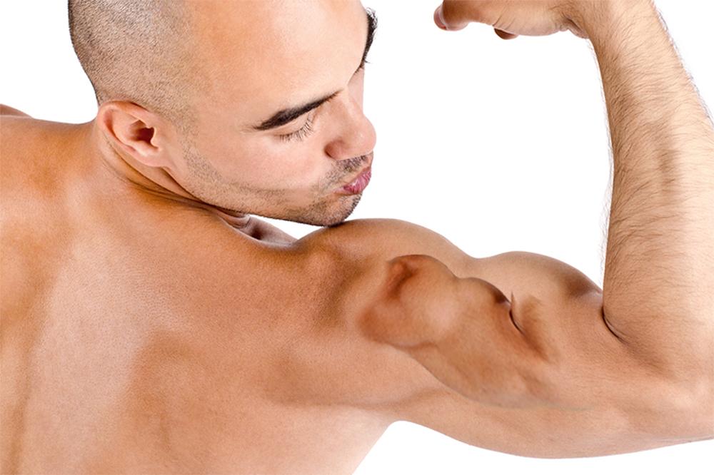 Der Postillon: Wow! Dieser Mann liebt seinen Oberarm so sehr, dass ...