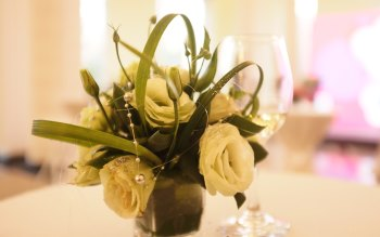 Wallpaper: Decorative Flowers