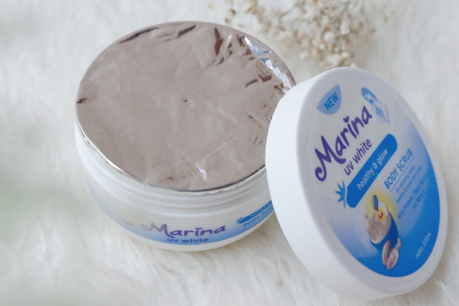 Beauty Diary Kania Review Marina Uv White Healthy Glow Dua Body Scrub 200ml Adalah Butiran Yang Lembut Dan Mampu Mengangkat Kotoran Serta Sel Kulit Mati Diformulasikan Khusus Dengan