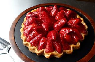 Fresh Strawberry Tart – Now with 100% Less Tart Pan