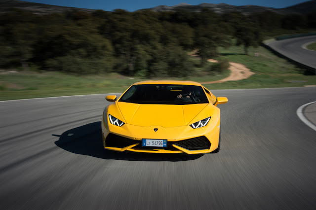 2015 Lamborghini Huracan Yellow Photo Wallpaper
