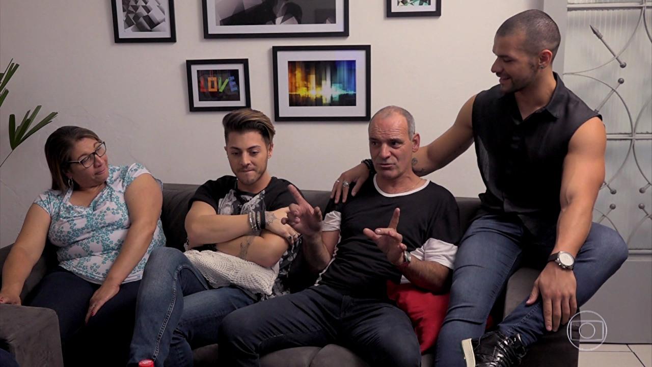 Esquente, da Globo, emociona com depoimento de pai sobre seu filho gay
