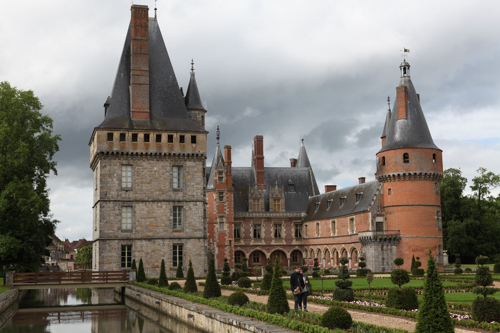 chateau de maintenon to the ends of the earth. Black Bedroom Furniture Sets. Home Design Ideas