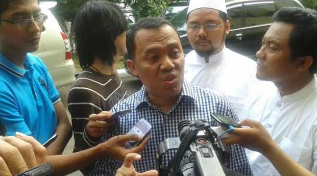 Pengacara Habib Rizieq: Ponsel Firza di Tangan Penyidik, Kok Isinya Menyebar Kemana-mana