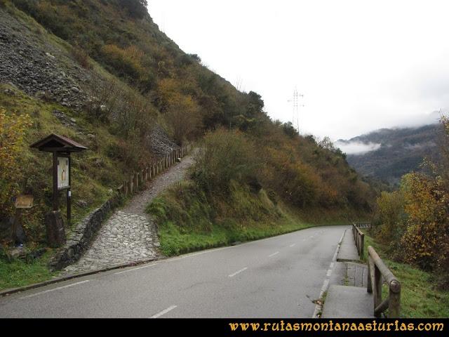 Ruta de las Xanas y Senda de Valdolayés: Entrada a la ruta de las Xanas