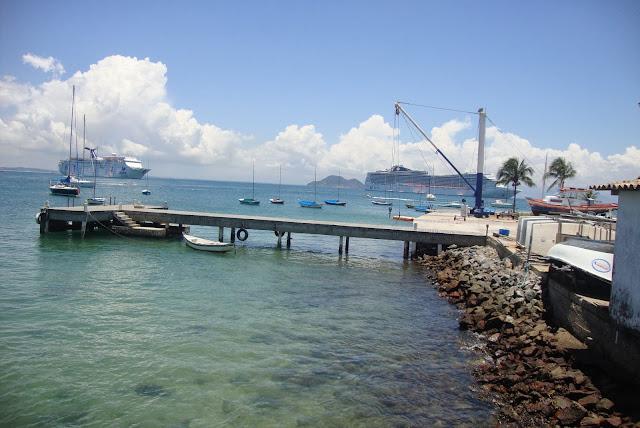 Navios ancorados em Búzios - RJ