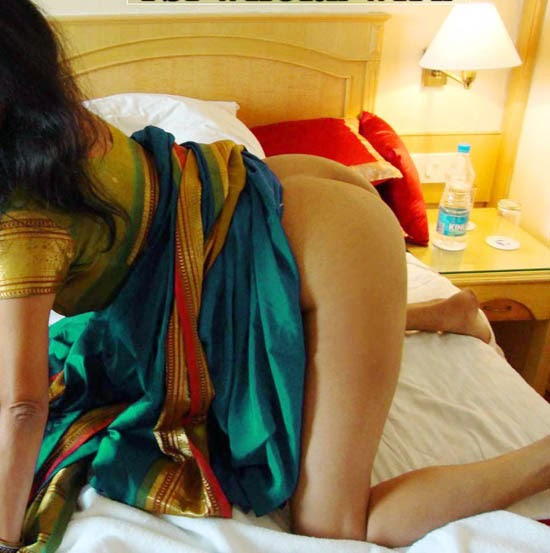 Upskirt sari and ass gand