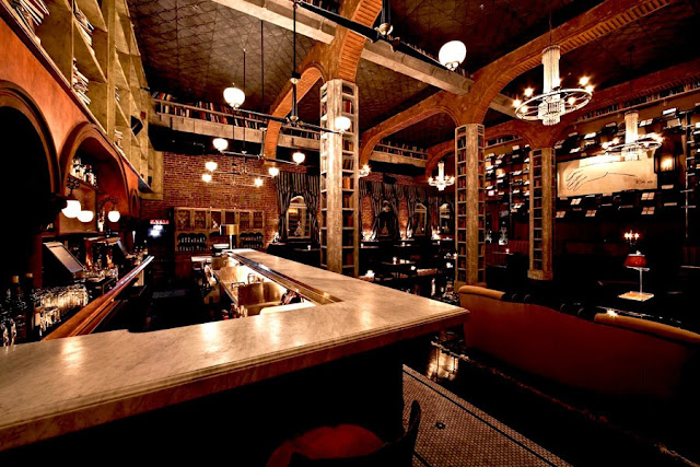 Hemingway Lounge California 1