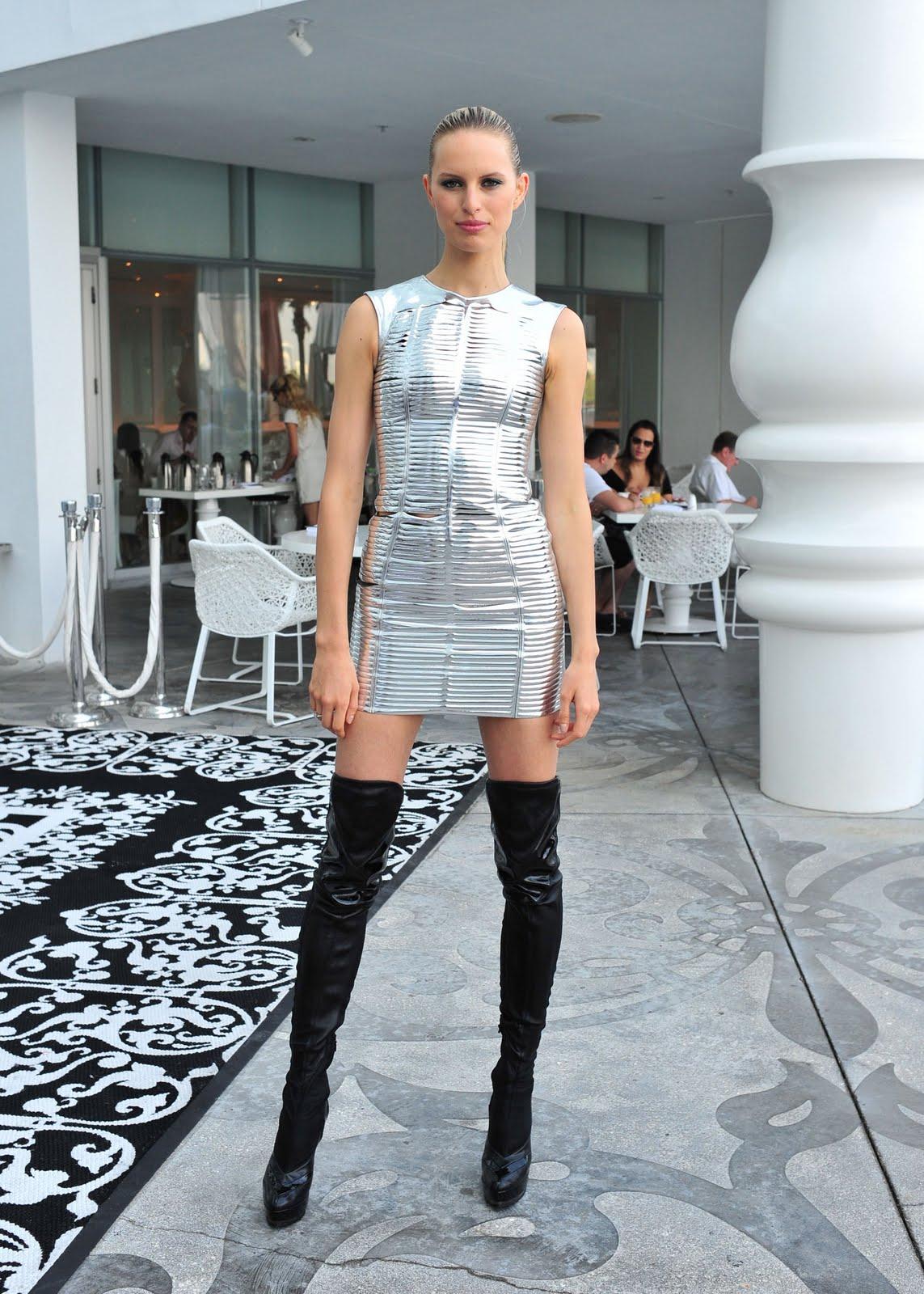 karolina kurkova as a sexy robber models inspiration