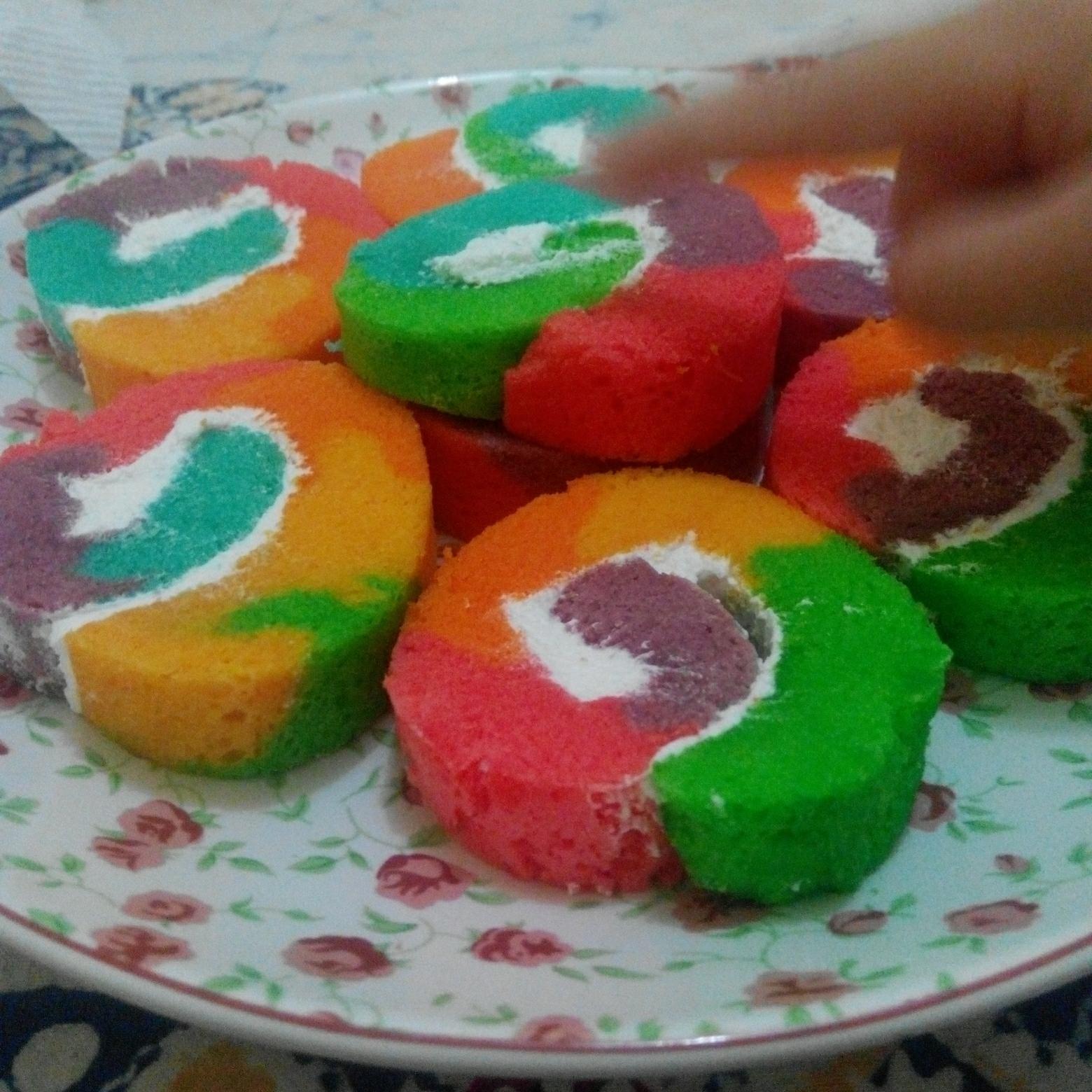 Resep Rainbow Cake Gulung Kukus Tanpa Oven Lembut Enak