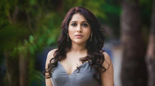 anchor rashmi gautam angry with the public, rashmi angry on public, anchor rashmi gautam angry on people, rashmi fires on public, rashmi comments on public, tollywood news, movie news, say cinema,
