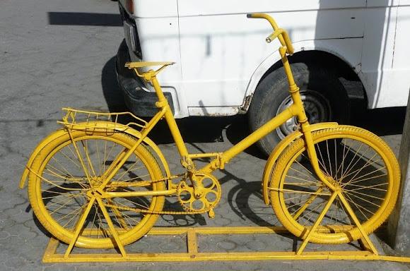 Одеса. Велосипед на вул. Гаванній