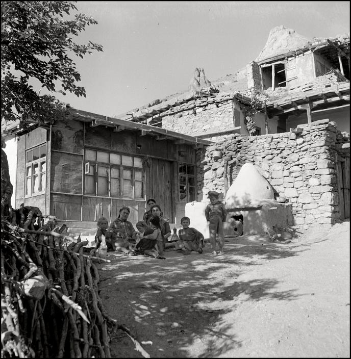 Крымскотатарский поселок Кутлак (Веселое), Крым, 1943 г.