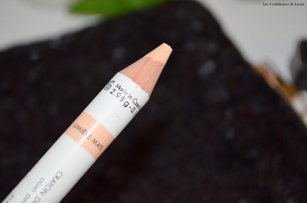 enluminateur - crayon pour les sourcils - sourcils - maquillage - produit de maquillage Harcourt - Harcourt - Sourcils parfaits - sourcils dessinés - courbe des sourcils parfaite