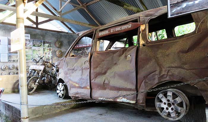 Motor dan Mobil Evakuasi yang Hancur Diterjang Awan Panas