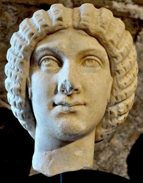 Dutch return looted 2nd century marble head to Italy