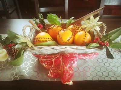 centro de mesa hecho con naranjas