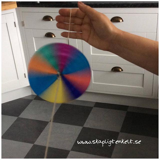 Färgsnurra av papper. Pyssel barn