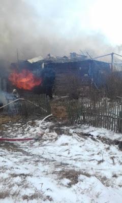 В деревне Сергуловка сгорел дом и надворные постройки