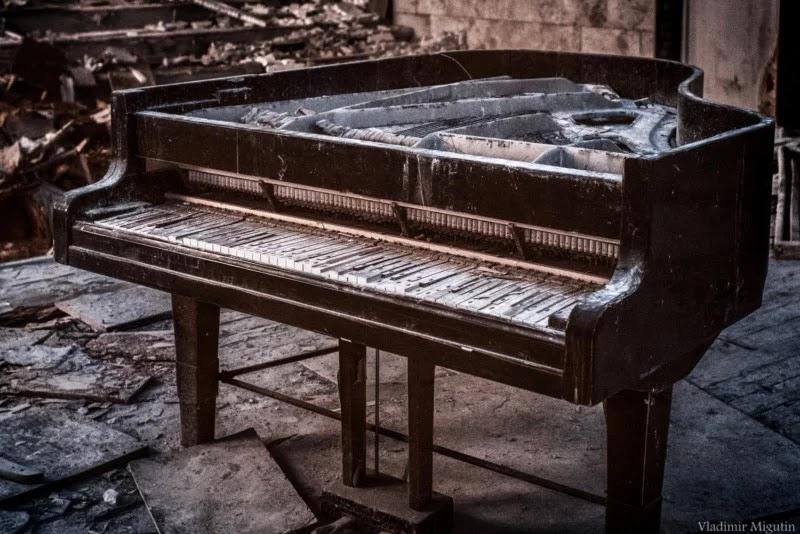 Піаніно у концертному залі Прип'яті.