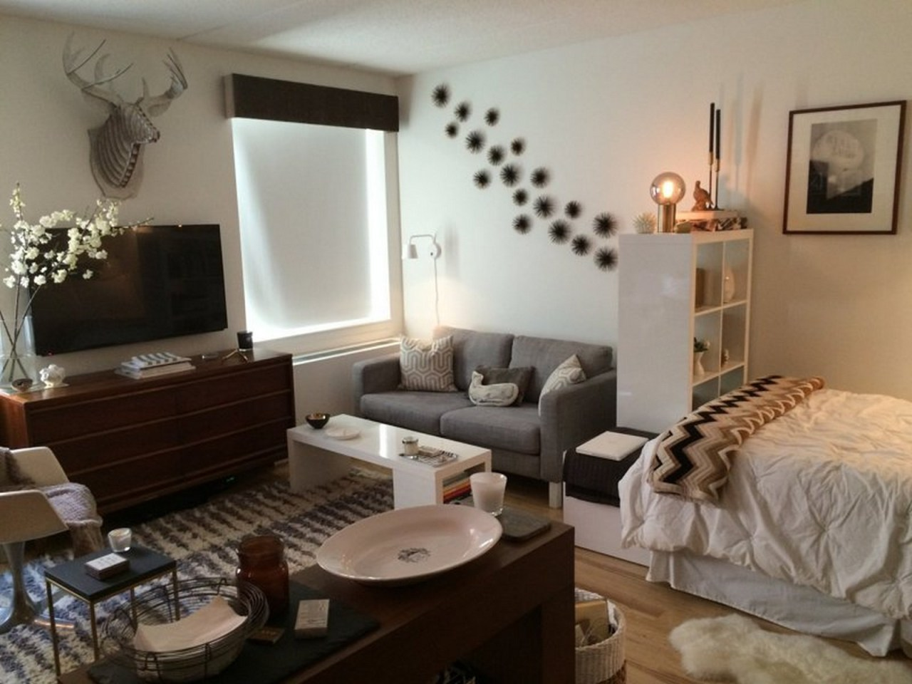 20 perfect small apartment decorating on a budget decor units. Black Bedroom Furniture Sets. Home Design Ideas